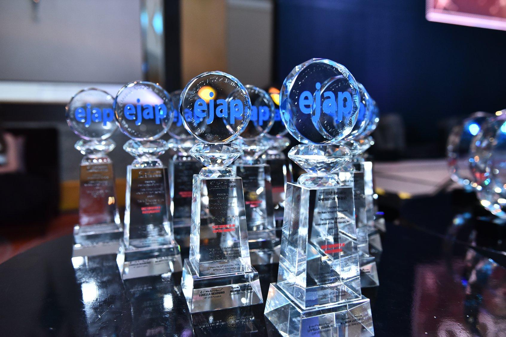 Journ alumni bag business journalism awards